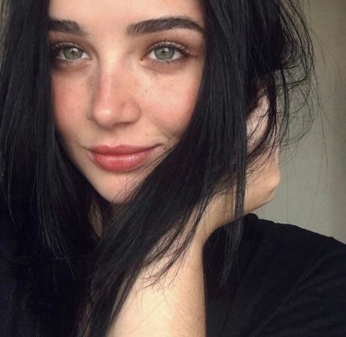 17 Best Ideas About Pretty Girls Brunette On Pinterest