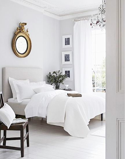 5 Tips for Mastering a Perfect White Bedroom// federalist mirror, crown molding