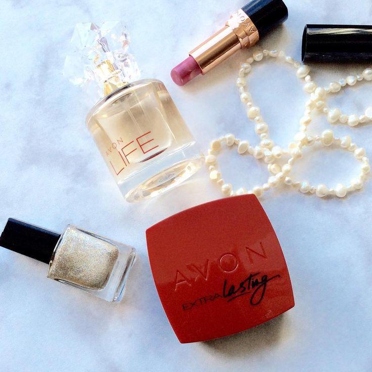 Näitä tänään 🌸 My favourites. #huulipunasuosikki #parfyymi #lipstick #perfume #avon #avonlife #kenzo #funkyandfifty #nelkytplusblogit @avonfinland
