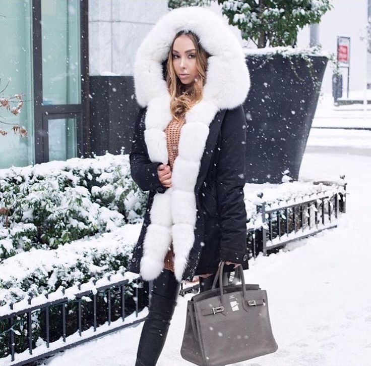 Beautiful Winter Parka with fur. Styling: Mona Lisa Do you like it? #Cute #inspiration #winetr #bag #outfit #clotify