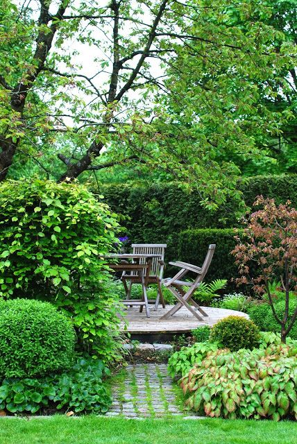 love the raised circular wood deck