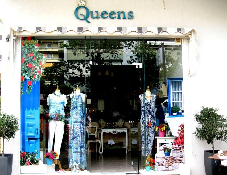 Φρέσκιες ιδέες ,style και άποψη, σε ένα  χώρο ζεστό &  φιλόξενο, ιδανικό για ανανεώσετε την εμφάνιση σας, με μοναδικά ρούχα & αξεσουάρ από άριστες ποιότητες υλικών και ραφής.  Δυναμικές συλλογές από  Ελληνικές εταιρείες και επιλεγμένες προτάσεις από Ιταλία και Γαλλία, χειροποίητα  ρούχα και κοσμήματα από  Έλληνες  σχεδιαστές, τσάντες και φουλάρια σε  απίστευτα  σχέδια και τιμές.