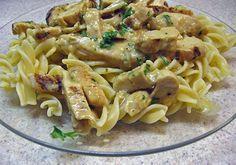 Κοτόπουλο με βίδες και σάλτσα γιαουρτιού μουστάρδας