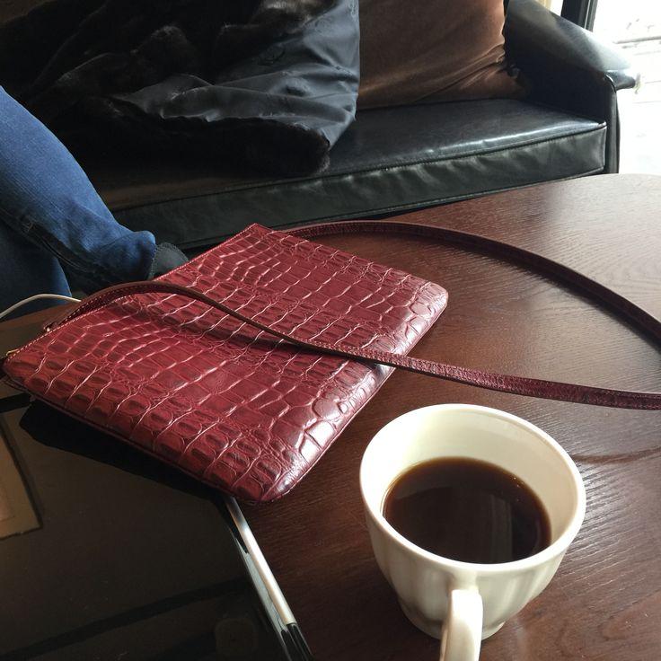 Enjoy tea time with Deni Clutch Bag_Red Burgundy