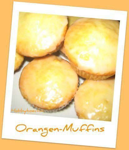 Das perfekte Muffins - Orangen-Muffins-Rezept mit Bild und einfacher Schritt-für-Schritt-Anleitung: Eine Muffinform mit Papierförmchen auslegen.  …