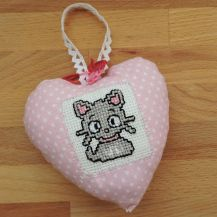Cute cat patterned cross stitch hanging heart - DolceDecor home decoration