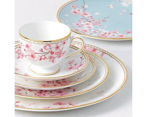 ウェッジウッドから桜舞い散る新テーブルウエア。春の訪れをエレガントに表現