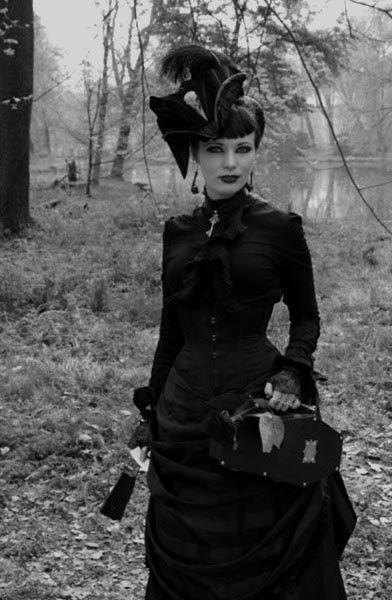 Love The Bad Satchel On This Victorian Goth Girl Find Pin And More