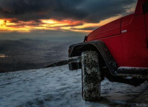Машина на фоне восхода
