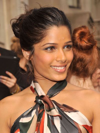 Love Freida Pinto´s style in this picture
