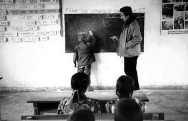 1965 - #ŞenerŞen, Muş'da öğretmenlik yaptığı yıllardan bir kare.