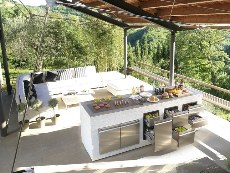 Step Out To Enjoy The Beauty - Modern Outdoor Kitchens | homedit