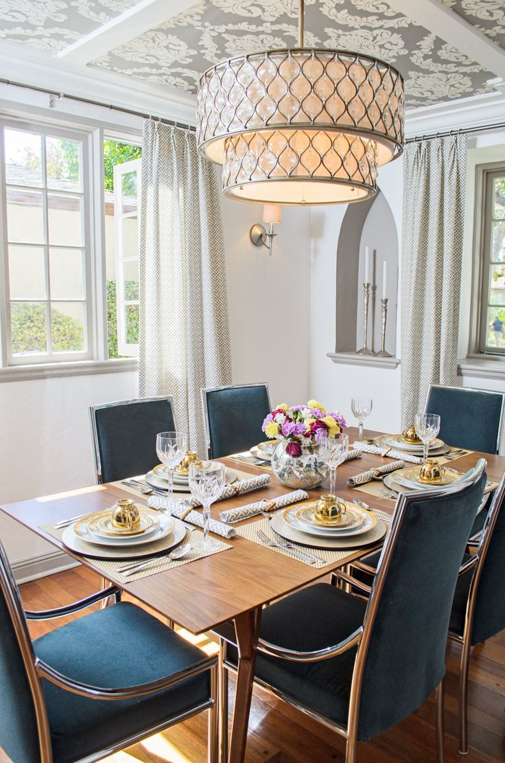 Craftsman homes for american dream builders fans zillow blog - From Nate Berkus American Dream Builders That Light Fixture Is The Feiss Lucia