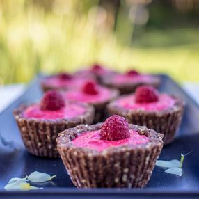 Feeling like a sweet treat - try these RAW RASPBERRY TARTLETS. They taste naughty but they're not!!!  https://blitzactive.com.au/…/sw…/raw-raspberry-tartlets.html  Plus size activewear - sizes 16-26 Designed & made in Australia #blitzactive #blitzactivewear #plussizeactivewear #plussizeworkout #plussizefitness #rawfood #raspberrytreat #activewear