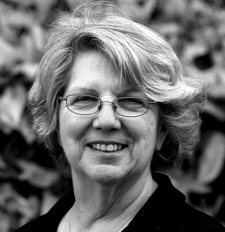 Marsha Linehan es Doctora en Psicología, desarrolladora de la Terapia Dialéctico Conductual (DBT) la cual cuenta con fuerte apoyo empírico para el tratamient