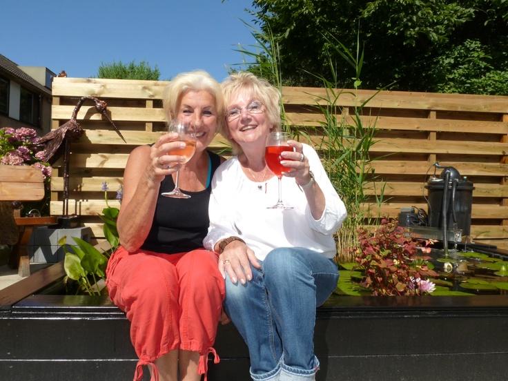 Anke en Els. Al 60 jaar vriendinnetjes.