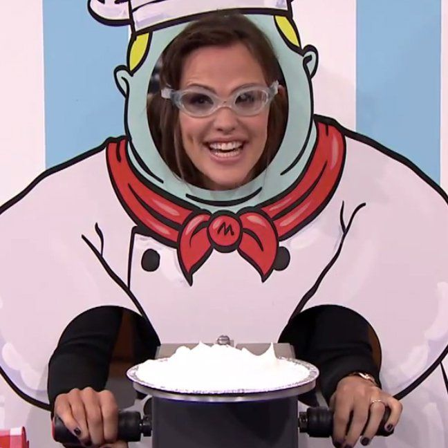 Pin for Later: Jennifer Garner Pies Herself in the Face!