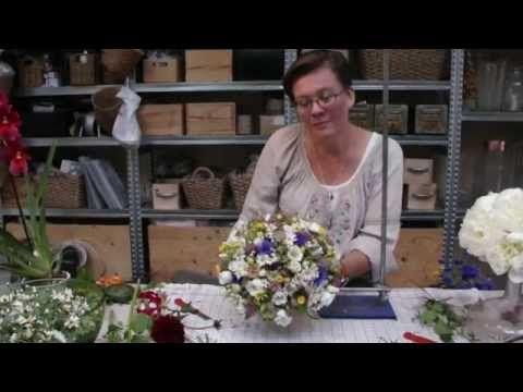 Blomsterværkstedet bruger grøftens blomster - YouTube