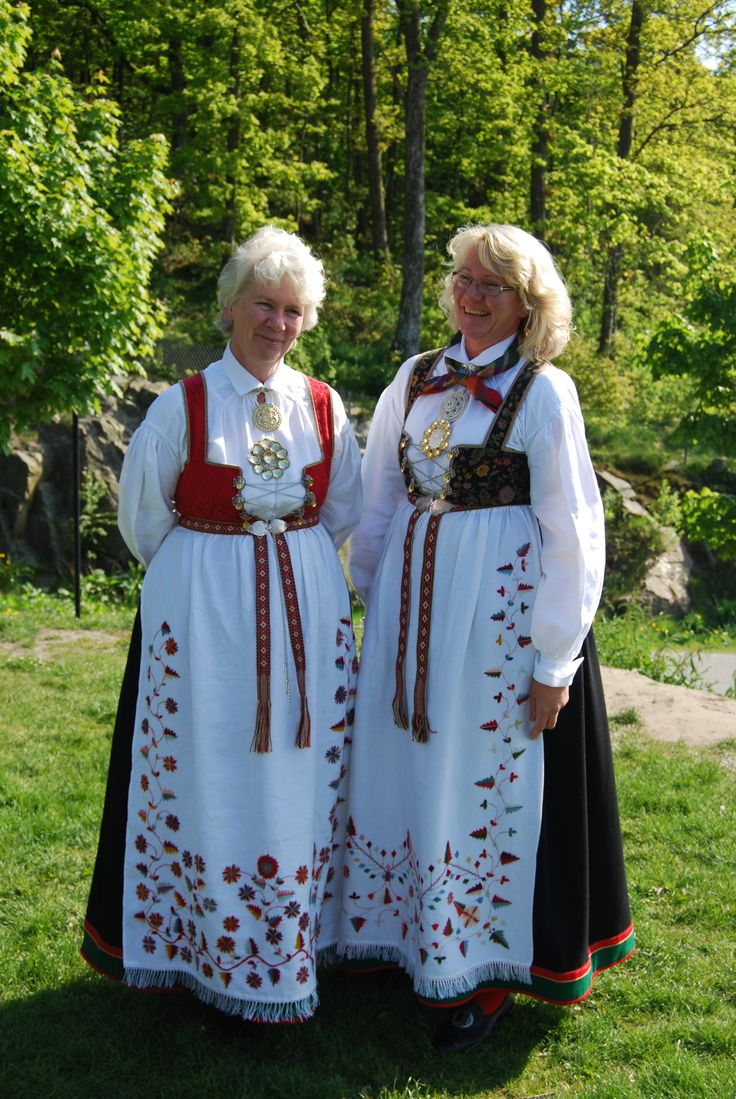 Sisters in Åmli bunad These ladies bear very close resemblance to our southern Norway gene pool.