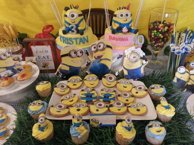 Cupcake n cookies minion