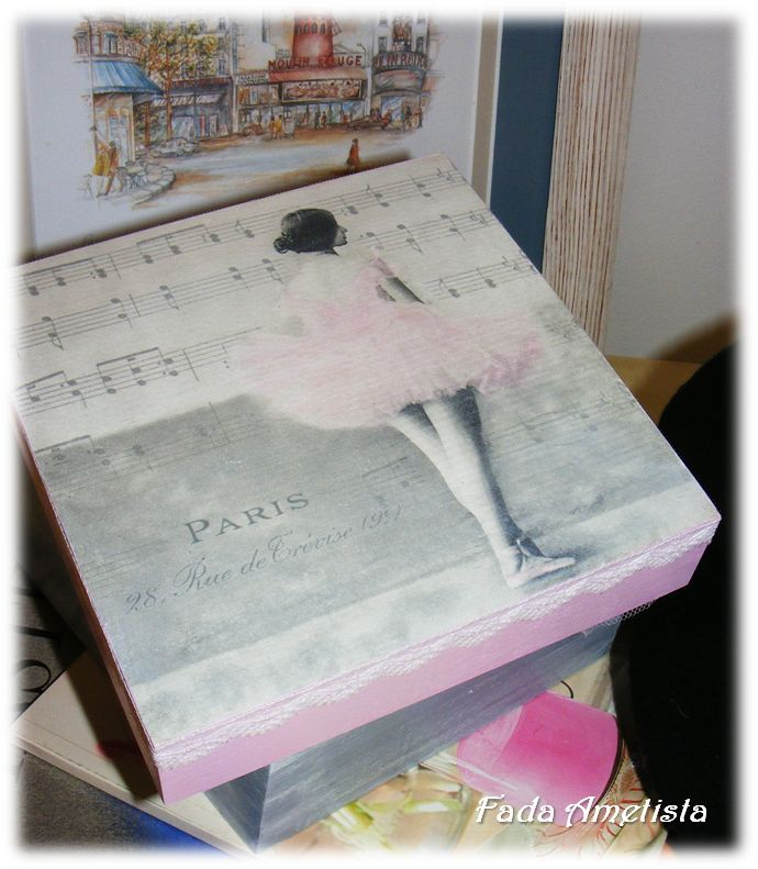 Caixa em madeira - Paris Vintage - https://www.facebook.com/FadaAmetista/photos/a.1592361051081362.1073741840.1589593488024785/1592378364412964/?type=3&theater