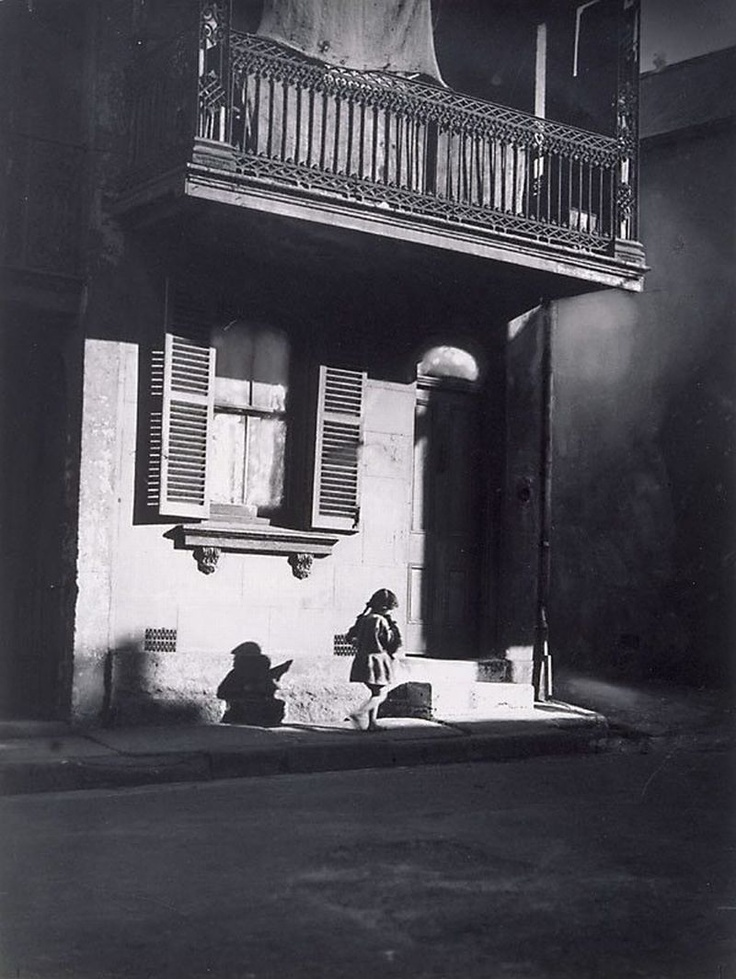 Harold Cazneaux  (New Zealand, Australia 1878–1953)   Surry Hills, child under veranda Year1914