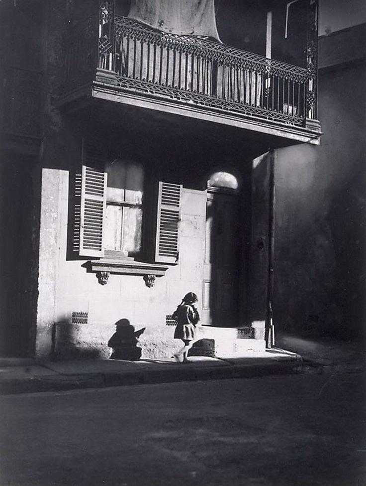 Harold Cazneaux  (New Zealand, Australia 1878–1953)   Surry Hills, child under veranda Year1914
