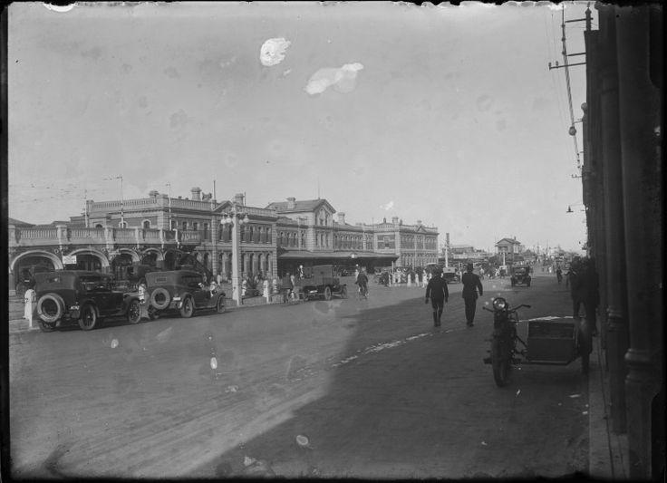 007737PD: Perth Railway Station and Wellington Street looking north east, 1926 https://encore.slwa.wa.gov.au/iii/encore/record/C__Rb4536987