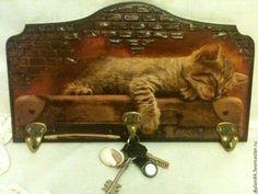 "Вешалка-ключница ""Котенок на чемодане"" - коричневый,дом,Декупаж,вешалка для ключей"