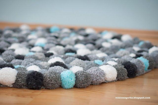 Misiowa górka : Dywanik z pomponów