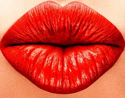 Red lips. S)  http://www.creativeboysclub.com/