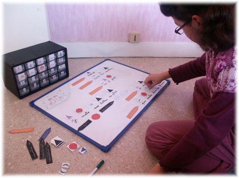 """Ce site est tout simplement génial ! Il nous fait découvrir la pédagogie Montessori en proposant des fiches """"cours"""" claires et efficaces, des exercices qui permettent la manipulation ! Bref... j'adore !!!"""