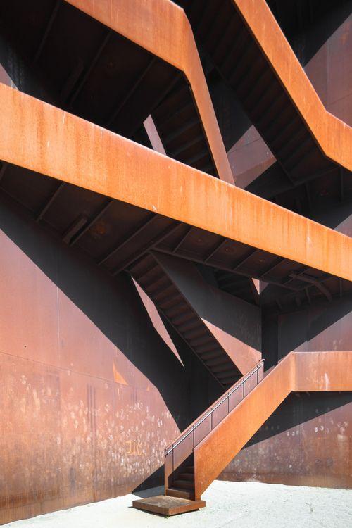 Lausitz BaustahlAndrea Lever, Architecture Matter, Lausitz Baustahl, Brutalist Architecture, Stairs, Modern Rustic, Architecture Features, Architecture Ideas, Design Home