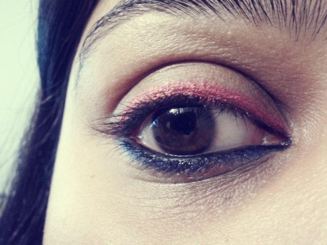 Today's post is a simple EOTD featuring an easy way to sport pink on your eyes ..As much as we love the color pink it can get tricky to play with.. Here is an easy way out (or a lazy way out he he ;)), just with an eye pencil. I featured Urban Decay 'WoodStock' previously in my Top 5 pink products