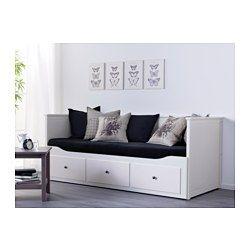 IKEA - HEMNES, Structure divan avec 3 tiroirs, blanc, , Selon l'épaisseur des matelas choisis, ils pourront soit être empilés (2 matelas d'épaisseur 10 cm maxi), soit le deuxième matelas devra être rangé hors du divan.Un meuble pour 4 fonctions : canapé, couchage simple ou double et rangement.