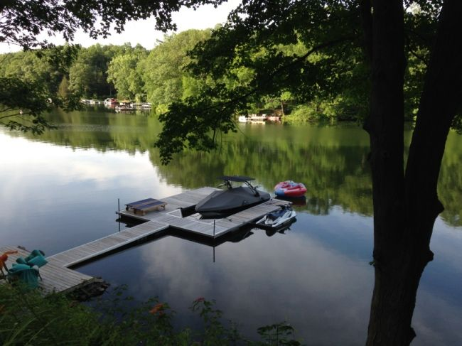 Sherman, CT on Candlewood Lake. 3 Bedrooms. Sleeps 8. For Rent Monthly $25000 - August On Candlewood Lake. 150' DIRECT WATERFRONT - Candlewood Lake w/water's edge Dock in Allen's Cove, a protected in-let in no-wake zone area. This setting is apart from the main lake, a great place for swimming, kayaking & relaxing. All the essentials of a class LAKE HOUSE with modern updates & amenities. 3 BD/3 BA Country Charmer. Slee