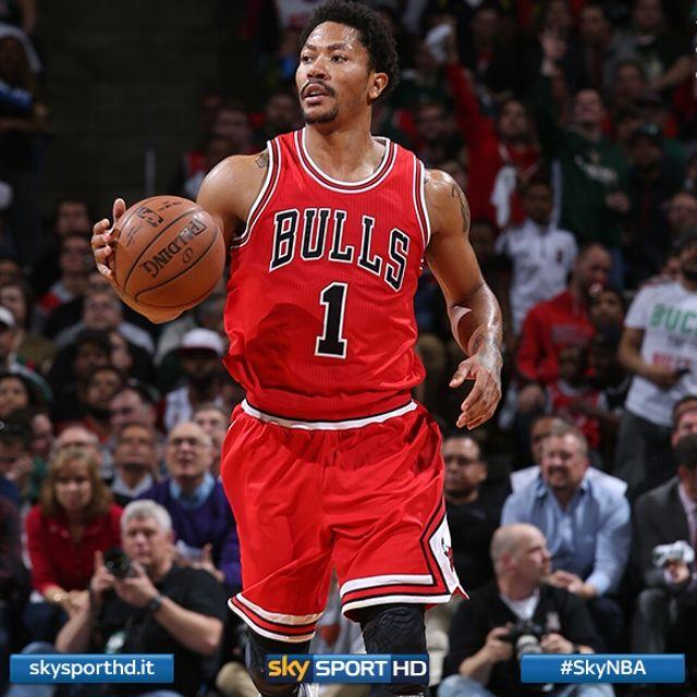 Derrick Rose trascinatore assoluto di Chicago in gara 3 contro Milwaukee, i suoi 34 punti contribuiscono al successo dei Bulls dopo 2 overtime. La squadra di coach Thibodeau si porta sul 3-0 nella serie