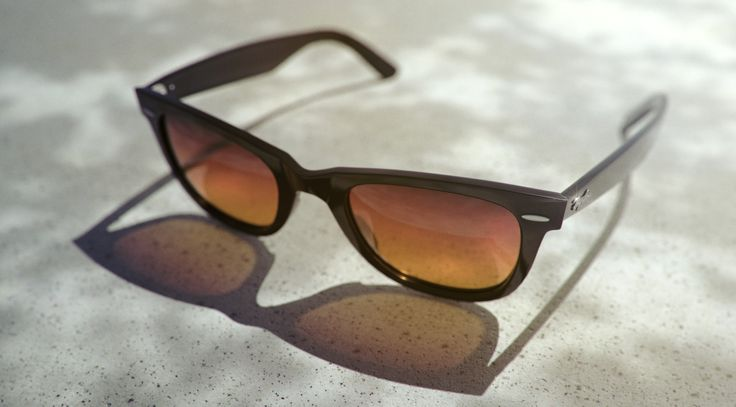 Ray-ban Wayfarer using the Material Graph feature in KeyShot 6 render by Esben Oxholm.