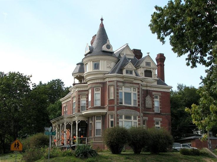 Kansas victorian homes villa atchinson ks stately for Home builders in kansas