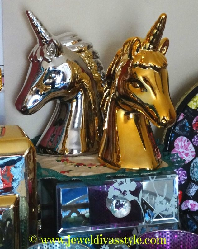 JDS - HOME & DÉCOR STYLE: Gold and Silver Unicorns - http://jeweldivasstyle.com/home-decor-style-gold-and-silver-unicorns/