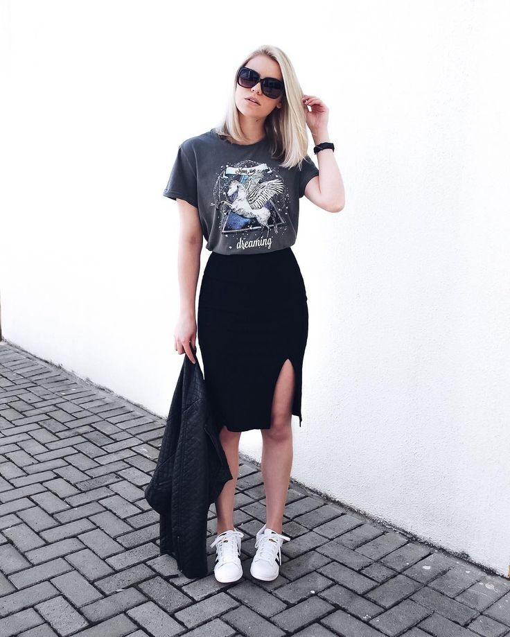 Resultado de imagem para roupas da moda com tênis branco