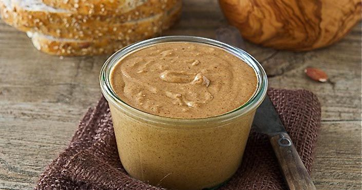 Pozrite si jednoduchý recept na domáce mandľové maslo, ktoré je rozhodne lepšie ako to kupované. Homemade maslo z mandlí   príchute, nasladko, naslano, raw