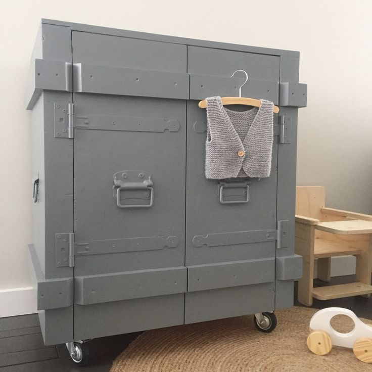 Stoere babykamer- stoere commode grijs- Industriële kast grijs- industriële commode