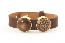Mooie leren armband die je zelf kunt samenstellen door uit verschillende schuivers met steen te kiezen.