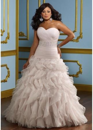 """Robe de mariée """"Cupidon"""" collection """"Jolies Formes"""" http://www.robe-discount.com/achat-robe-de-mariee-pas-cher-grande-taille-princesse-387470.html Wedding dress plus size bridal dresses"""