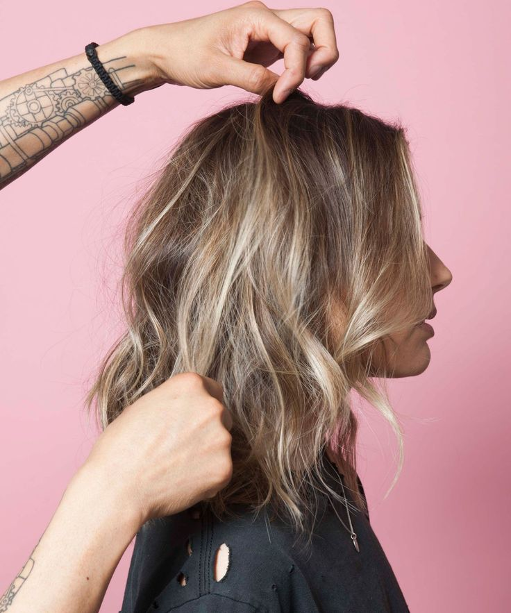 How To Get Wavy Hair - Anh Co Tran Easy Wave Technique | This is the easiest wave technique you'll ever learn. #refinery29 http://www.refinery29.com/2016/08/120304/anh-co-tran-hair-waves