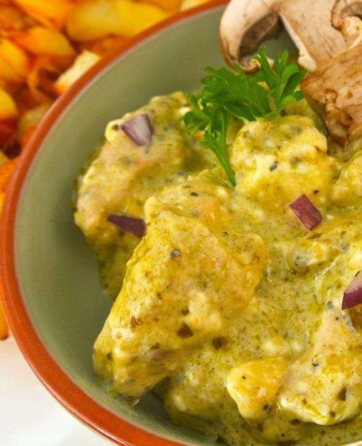 Heb je inspiratie nodig voor de maaltijd van vanavond? Probeer eens deze variant van de kip-pesto. Je kunt het met rijst of aardappels eten. Overheerlijk! Dit heb je nodig 300 gram kipfile 200 ml kookroom 100 gram monchou 1 rood…