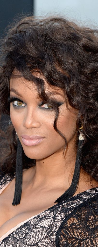 Tyra Banks --  one of her best looks!!!!!!!!!!!!!!1