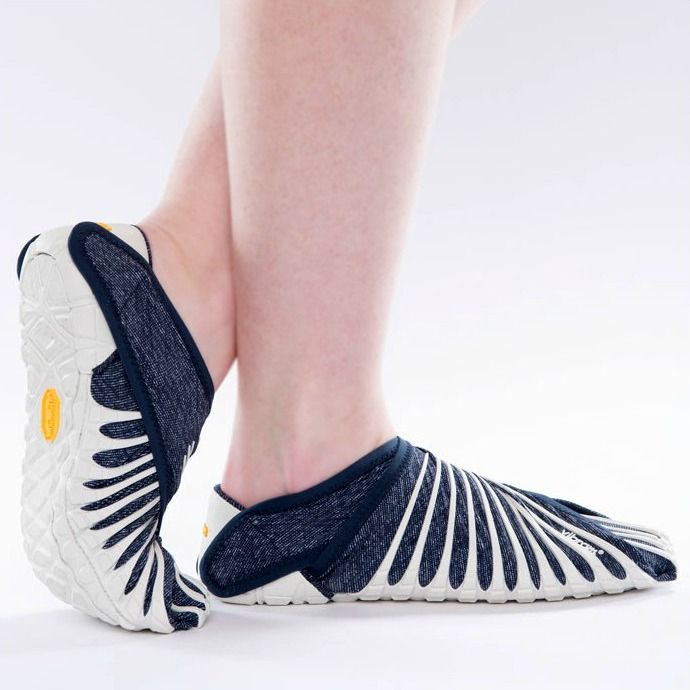 Vibram Furoshiki is the first wrap-around sole that adapts perfectly to the foot. Wrap around design ensures wearability, freedom of movement and comfort.