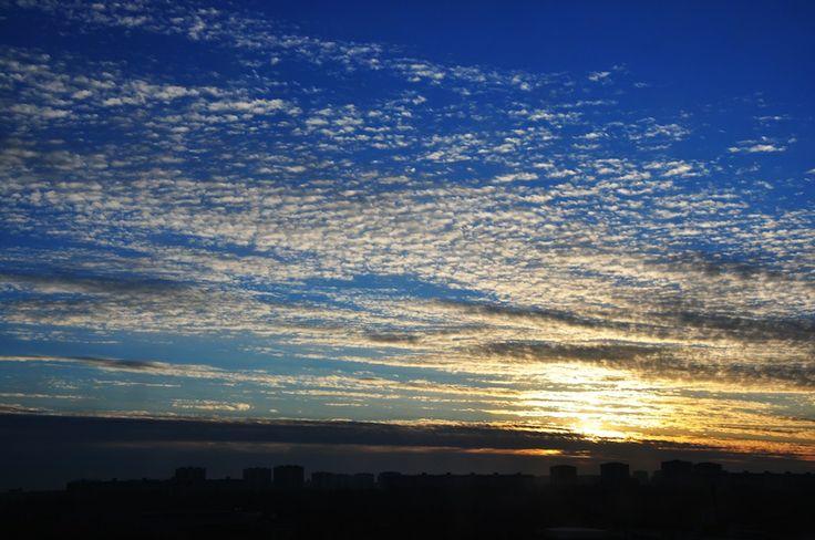 Poznan Poland, wschód słońca z perspektywy Wildy [fot. B. Wiśniewska]